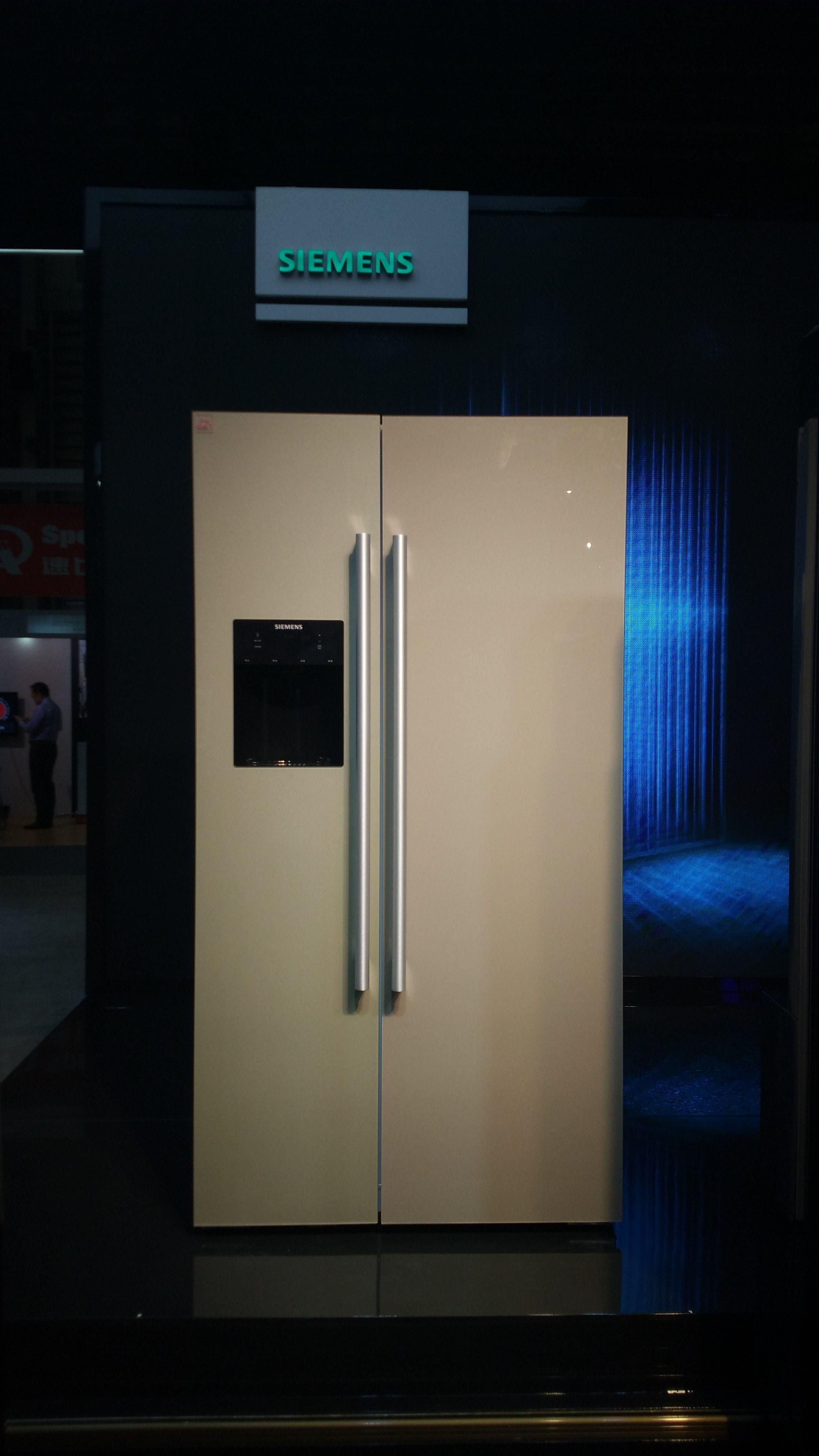 冰箱关门的过程中,两只摄像头将同步拍摄照片,及时捕捉冷藏室中的食材存储情况。随后拍摄的图像中自动上传到服务器。随后拍摄的图像将自动上传到服务器,用户通过家居互联应用程序轻松查看。