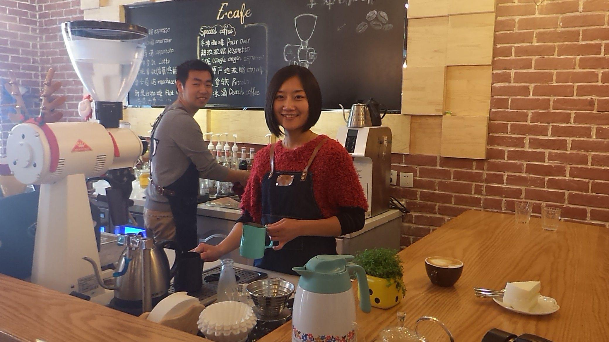 E.cafe咖啡店老板对这款三星360嵌入式变频空调非常满意!为我们准备了丰盛的糕点~谢谢老板、老板娘~