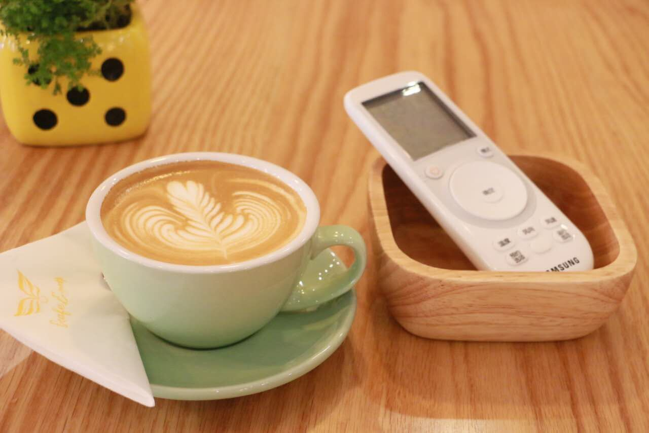 品尝香浓咖啡,有三星360嵌入式变频空调陪伴~