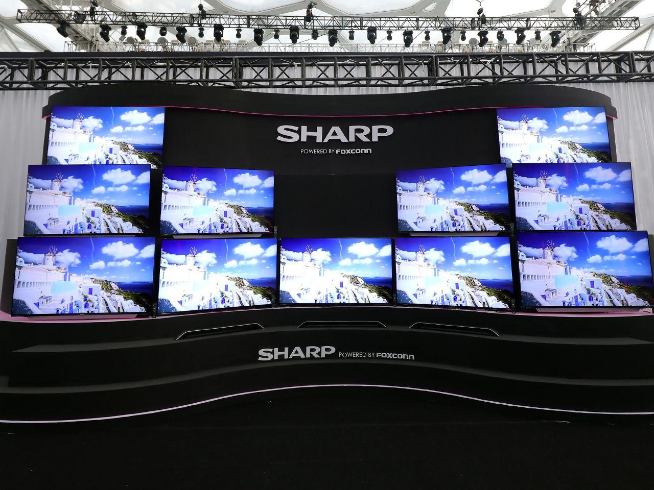 电视墙来啦。AQUOS夏普旷视系列发布两款产品:S60一体机和S60U分体机,屏幕尺寸为60英寸。颠覆视界的超窄边框,搭载夏普独有的新煌彩与广色域等核心显示技术,加之内嵌发烧级音频解码,为用户带来兼具现代美学、卓越画质、妙曼视听等立体视觉体验,堪称当今液晶电视的巅峰之作。
