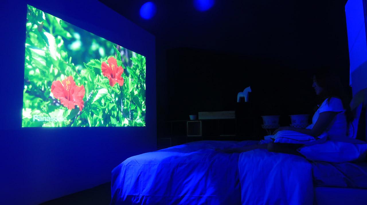 现场展品体验区,为你亲自演示,神画智能影院在家庭生活所带来的影响。追剧就选大屏,大屏当然得靠神画!神画智能影院,给你不一样的观影!