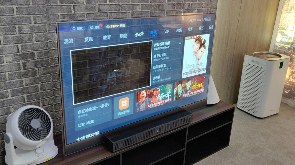 创维透明电视,它还可以作为中控,实现对洗衣机、冰箱、空气净化器、净水器、空调、窗帘、照明、吸油烟机、电扇、加湿器等家电全方位控制。