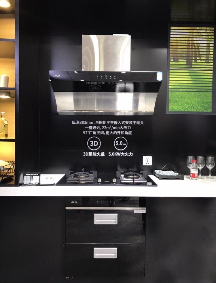 奥克斯厨电展台还展出了其他烟灶新品,功能与颜值齐飞,推荐在上海的小伙伴们都到现场来亲自感受一下这些科技新品带来的独特魅力!