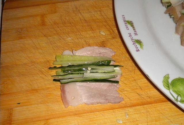 蒜泥白肉卷制作第6步