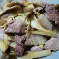 五花肉炒猪肚菇