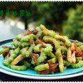 夏天必备之豆豉鲮鱼炒苦瓜