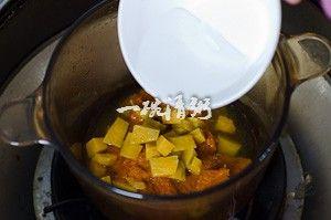 浓浓奶香的南瓜汤制作第5步
